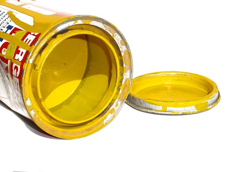 Podczas malowania należy zabezpieczyć podłogi i sprzęty